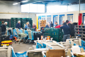 vrijwilligers-bezig-bij-Distributiecentrum-voedselbank