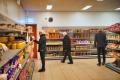 vrijwilligers-in-winkel-Voedselbank-Arnhem-Zuid